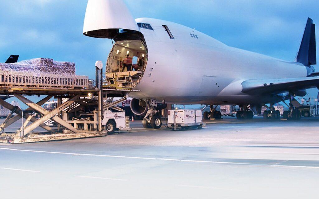 امروزه انواع هواپیما بار و کالا را منتقل می کنند